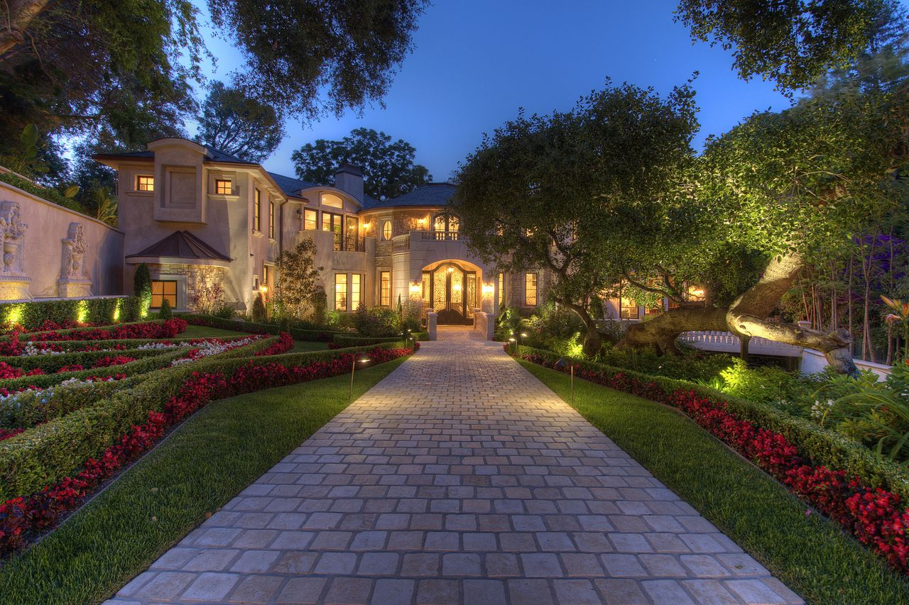 Bel air mansion beverly hills magazine for Luxury houses in beverly hills