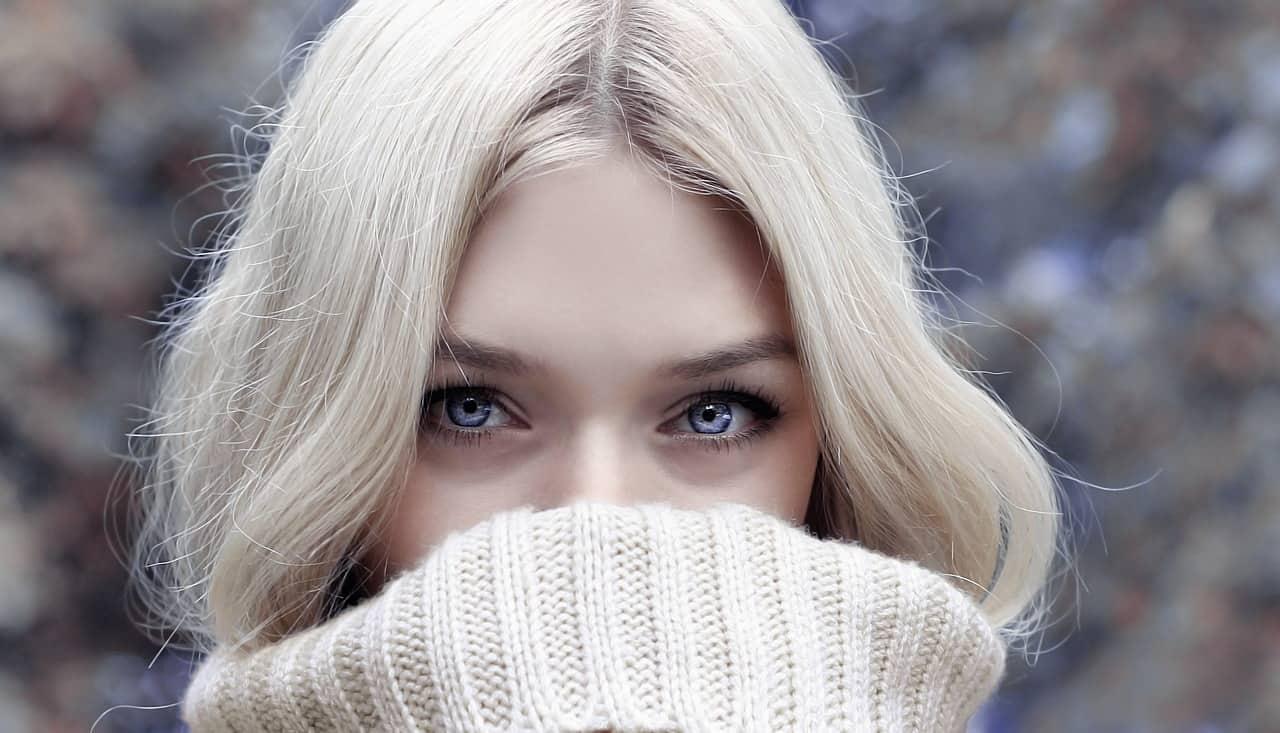 Best Natural Beauty Remedies For Eyelid Wrinkles #beauty #antiaging #beautyproducts #bevhillsmag #BevHillsMag #beverlyhillsmagazine
