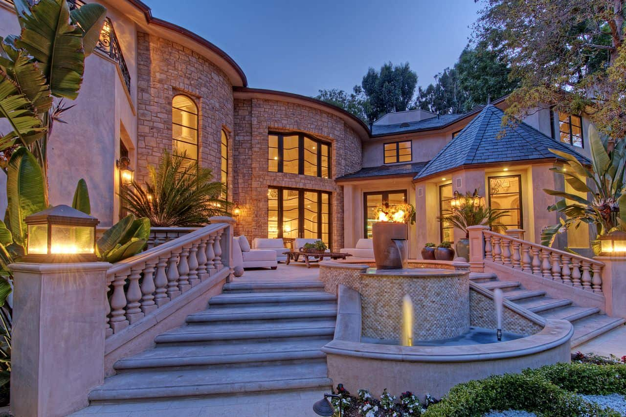 Bel air mansion beverly hills magazine for Real house