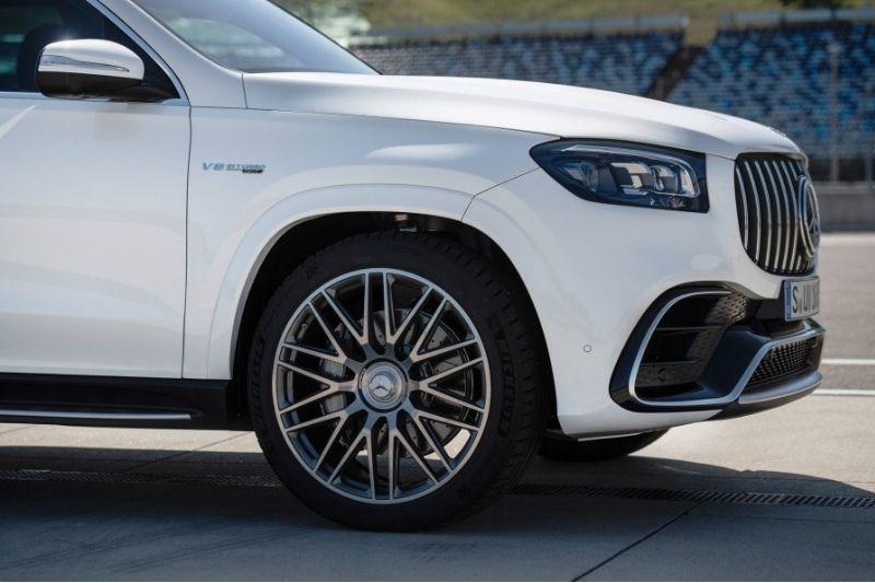 Finest SUV: The Mercedes-AMG GLS 63 #beverlyhills #beverlyhillsmagazine #mercedes-benz #mercedes-AMG #merceded-amggls63 #2021mercedes-amggls63 #finestsuv #stylishcar #luxurycar #vipcar #fastcar #dreamcar #coolcar #carmagazine #popularcarmagazine