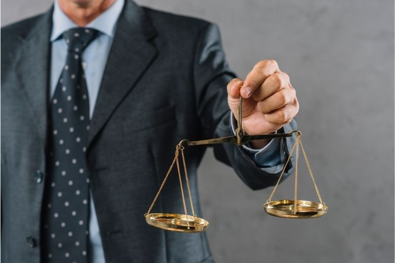 7 Key Questions to Ask a Lawyer Before Hiring #beverlyhills #beverlyhillsmagazine #personalinjurylawyer #personalinjuryattorney #lawyer #accident #legalstrategy #lawfarm #injurylawyer