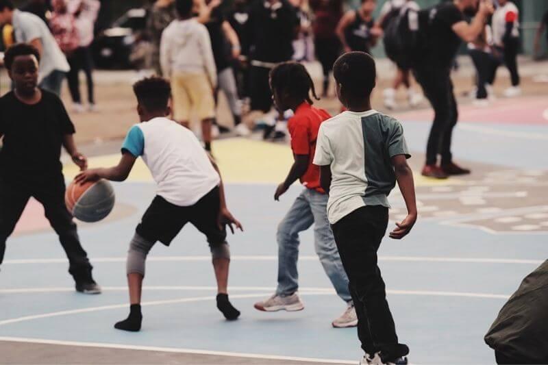 4 Reasons to Motivate Your Child to Take Up Basketball:#beverlyhills #beverlyhillsmagazine #bevhillsmag #basketball #children #parenting #sports #sportsforkids #teamsports #healthandfitness