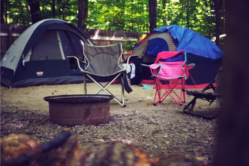 5 Things to Bring on a Camping Trip #beverlyhills #beverlyhillsmagazine #bevhillsmag #campingtrip #firstAidkit #compingessential #cookingsupplies #entertainment