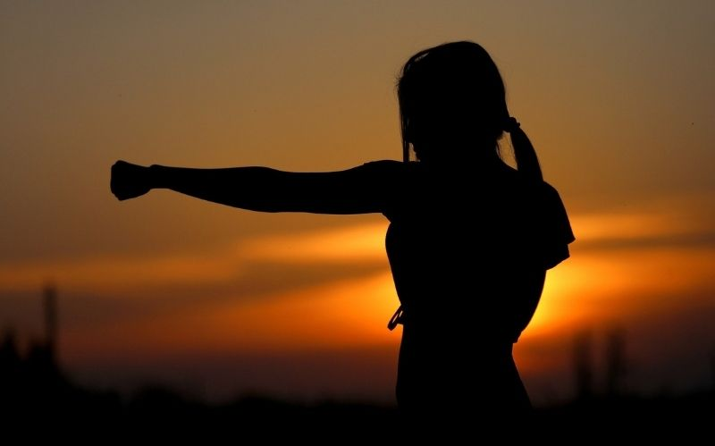 7 Good Self Defense Items For Women #beverlyhills #beverlyhillsmagazine #selfdefense #selfdefenseproducts #sexualassaults #defendyourself #weaponizingitems #forciblerobbery