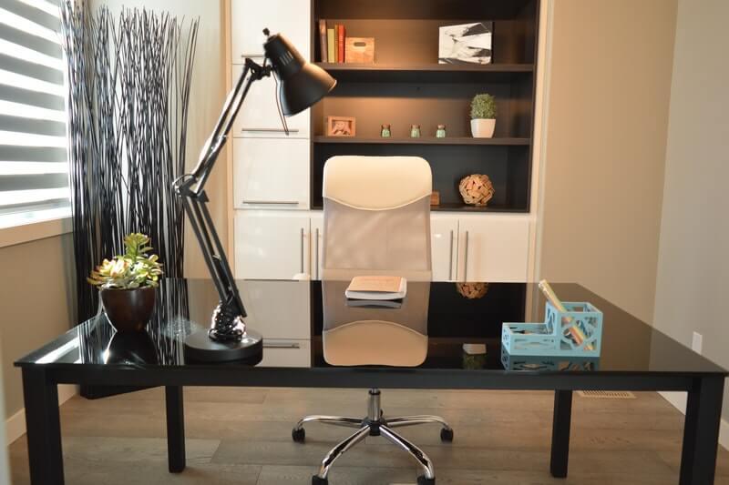 Best Desks For a Successful Entrepreneur: #beverlyhills #beverlyhillsmagazine #entrepreneur #successfulentrepreneur #desk #officedesk #workingspace #office