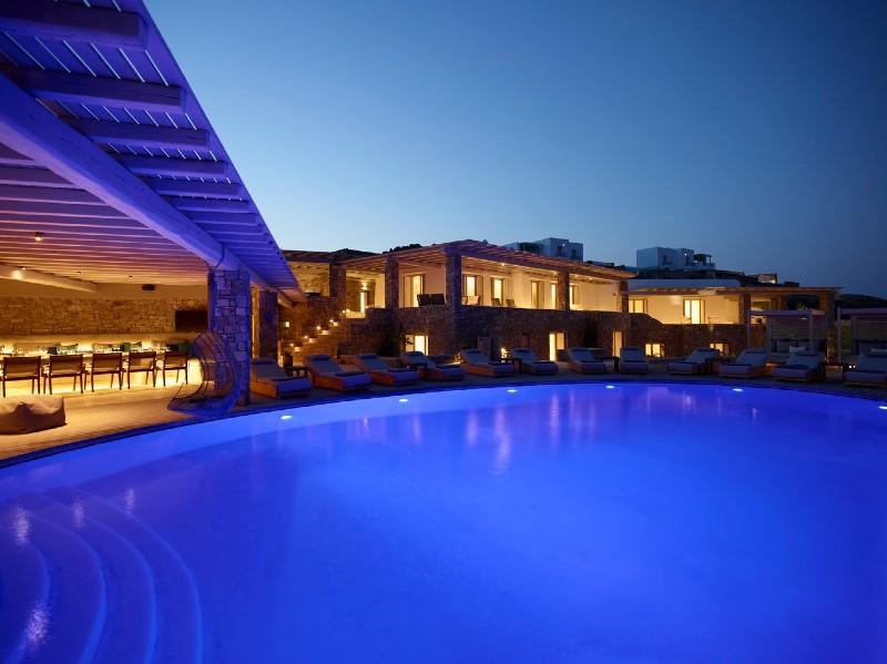 Beverly Hills Magazine Bluewave XL Villa