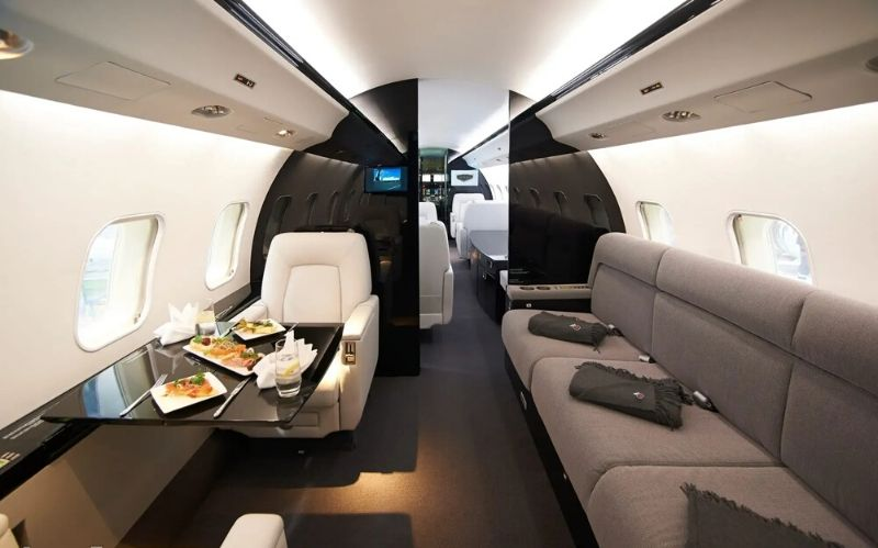Business Jet: The Bombardier Global Express #privatejet #jets #jetcharter #luxuryjet #businessjet #bombardieraviation #bombardierglobalexpress #globalexpress #jumbojet #largecabinjet #bevhillsmag #beverlyhills #beverlyhillsmagazine