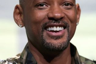 Shortest and Tallest Celebrities by Height #celebrities #famouspeople #beverlyhillsmagazine #bevhillsmag #beverlyhills #celebrity #life #love #stars #willsmith