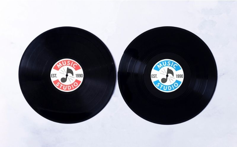Difference Between Vinyl Records & Digital Music #beverlyhills #beverlyhillsmagazine #downloadmusic #streammusic #vinylsounds #buyarecord #digitalmusic #vinylrecords #musicstore