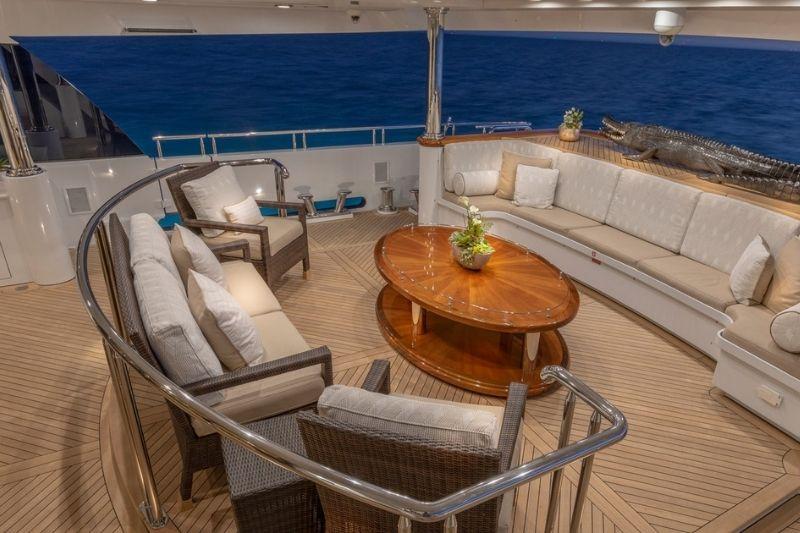 Elegant Yacht: The Glaze 161' Trinity #luxuryyacht #beverlyhills #beverlyhillsmagazine #luxuryyachtingvessel #yachtlife #yacht #yachting #Glaze161' #Trinity #Glaze161'Trinity #motoryacht #superyacht
