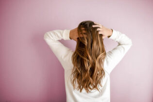 Hair Care Tips for Tropical Destinations:#beverlyhills #beverlyhillsmagazine #haircare #takingcareofyourhair #tropicaldestiinations #haircarestrategies #hair #badhair #frizzyhair #besthaircaretips #tropicalareas