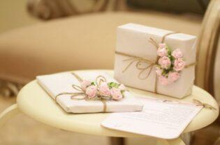 Excellent Wedding Gift Ideas #beverlyhills #beverlyhillsmagazine #bevhillsmag #wedding #presentideas #weddinggifts #gift #perfectpresent