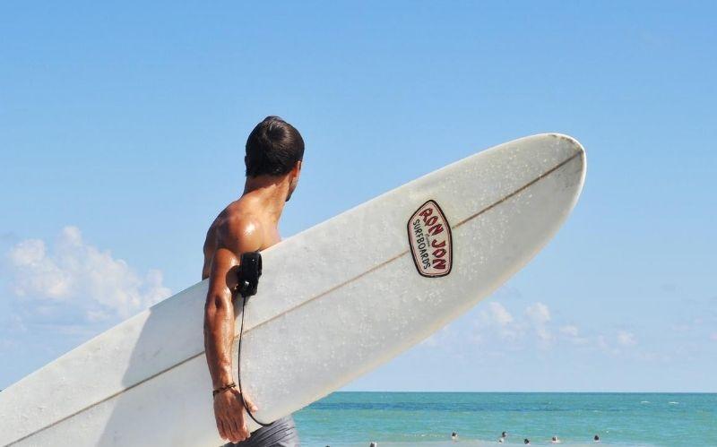 Fashion Tips For A Modern Surfer #beverlyhills #beverlyhillsmagazine #expressyourstyle #summer #fashion #perfecthotweather #accessorizeyourself #stylishshoes #stylish #surfer #fashiontips