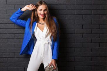 Four Styling Secrets to Transform Basic Outfits #beverlyhills #beverlyhillsmagazine #fashiontrends #stylingsecrets #basicoutfits #accessorize #transformbasicoutfits #dressforfun #freshenup #staystylish #layerup #fashion #style