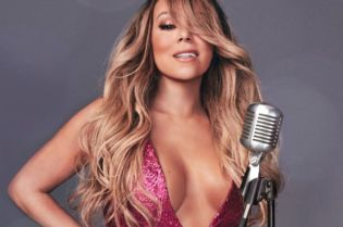 Celebrity Spotlight: Mariah Carey #music #musicians #singers #famous #stars #hollywood #moviestars #famous #actress #beautiful #celebrity #entertainment #celebrityoftheweek #SINGERS #celebrities #beverlyhills #BevHillsMag