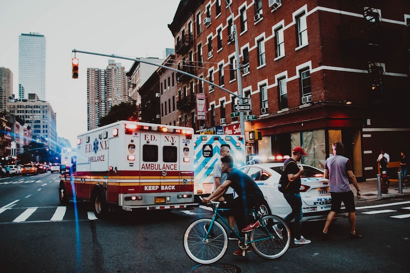 How to Help Someone Involved in a Car Accident #beverlyhills #beverlyhillsmagazine #bevhillsmag #caraccident #attorney #evidence #offerfirstaid #physicalinjury #propertydamage