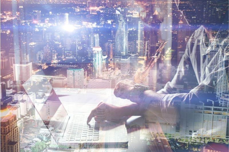 How To Keep Your Business Modern #beverlyhills #beverlyhillsmagazine #softwareprograms #technologicaladvancement #modernizedbusiness #traininganddeveloping #customerexperience