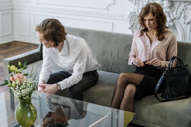 How to Recognize Signs of Divorce: #beverlyhills #beverlyhillsmagazine #divorce #marriage #relationships #friends #dissolutionofmarriage #unhappymarriage #bevhillsmag
