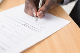 How to Protect Yourself With A Quality Contract #beverlyhills #beverlyhillsmagazine #contract #qualitycontract #goodcontract #writtencontract #contracttermination #verbalagreement #settlingdispute #legalterms #breachofcontract