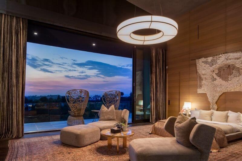 John Legend & Chrissy Teigen's Beverly Hills Home:#beverlyhills #beverlyhillsmagazine #beverlyhillsmansion #chrissyteigen #johnlegend #johnlegendandchrissyteigen #luxuryhomes #realestate #luxuryrealestate