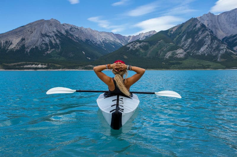 What to Wear When Kayaking #travel #lifestyle #fun #watersports #beverlyhillsmagazine #bevhillsmag