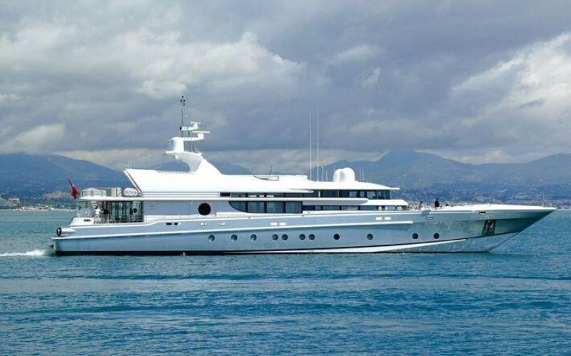 Luxury Mega Yacht: The Thunder 164 Oceanfast #beverlyhills #beverly hillsmagazine #thunder #thunder164 #thunder164oceanfast #yachting #yachts #yachtlife #luxuryyacht #oceanfast,