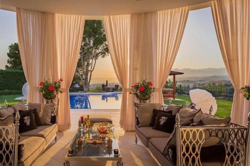 Marbella Detached Luxury Villa:#beverlyhillsmagazine #beverlyhills #bevhillsmag #dreamhome #holidaydestinations #luxurioushomes #luxury #marbella #marbelladetachedvilla #realestate #vacationhome
