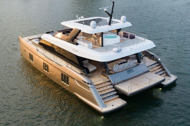 New Catamaran: 80 SUNREEF POWER HULL #11 #beverlyhills #beverlyhillsmagazine #80sunreefpower#11 #sunreefyachts #yachtingcatamaran #luxuryyachts #motoryacht #bevhillsmag