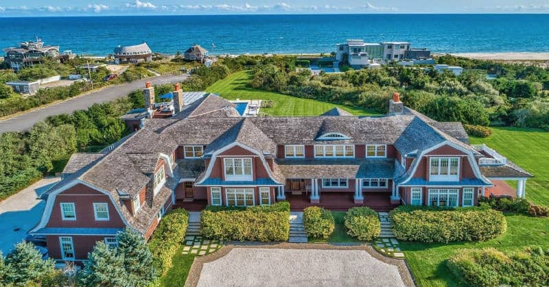 Charming Hamptons Luxury Home In Quogue, New York#beverlyhills #beverlyhillsmagazine  #luxury #realestate