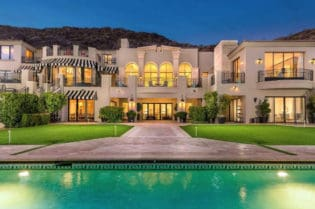 Bella Paradiso: A Dream Home In Arizona #USA #paradisevalley #arizona #dreamhomes #parkcityutah #realestate #homesforsale #skilife #beverlyhills #beverlyhillsmagazine #luxury #exclusive #luxurylifestyle #beautiful #life #beverlyhills #BevHillsMag
