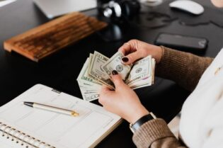 Preparing Financially for Your New Business #beverlyhills #beverlyhillsmagazine #bevhillsmag #newbusiness #financialmanagement #financialrisk #business #budget #bankloan