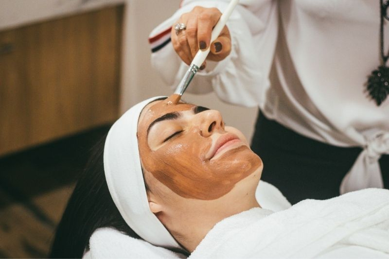 Pros & Cons of Popular Facial Treatments:#beverlyhills #beverlyhillsmagazine #skincare #skincareroutine #facialtreatments #facial #beautyproducts #healthandbeauty #flawlessskin