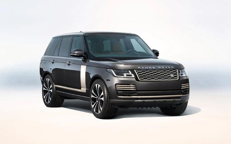 Luxury SUV: Range Rover Autobiography Fifty #beverlyhills #beverlyhillsmagazine #rangerover #2021autobiographyfiftyedition #2021rangeroverautobiographyfiftyedition #luxurysuv #rangeroversuv #coolcars #luxurycars #dreamcars #fastcars #cars #carmagazine #popularcarmagazine #autobiographyfifty #britishbrand #landrover