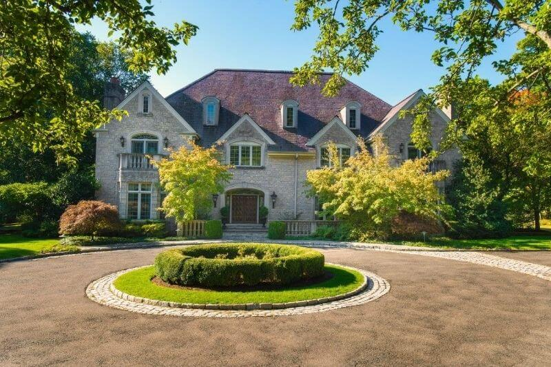 Regis Philbin's Long-time Connecticut Home!:#beverlyhills #beverlyhillsmagazine #regisphilbins #conneticuthome #celebrityhomes #luxuryhome #joyphilbin #celebrities #luxury