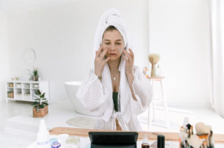 Taking Care of Your Skin with These Simple Tips:#beverlyhills #beverlyhillsmagazine #takingcareofyourskin #skincare #simpleskincare #skincareroutine #glowingskin #healthyskin
