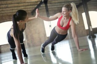 The Benefits of Having a Workout Buddy #Beverlyhills #bevhillsmag #beverlyhillsmagazine #workoutbuddy #fitnessgoal #goodnutritiongoal #staymotivated #lessstressed