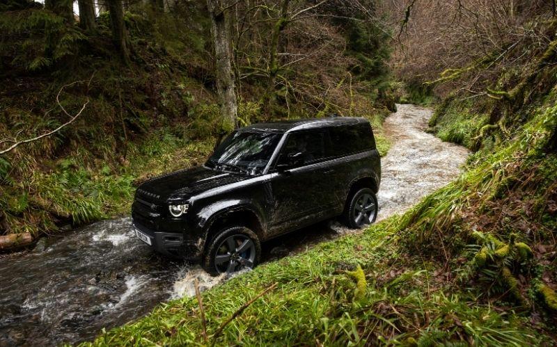 The Latest Land Rover SUV Defender V8 #beverlyhillsmagazine #beverlyhills #bevhillsmag #carmagazine #popularcarmagazine #SUV #coolSUV #fastsSUV #defenderv8 #landrover #landroverdefenderv8 #luxurySUVs #defendermodel #2022defenderv8model
