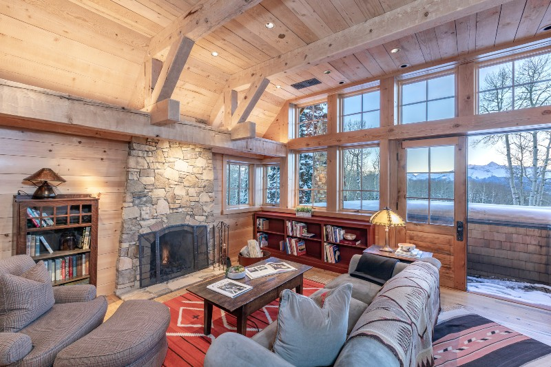 Beverly Hills Magazine Tom Cruise's Colorado Mountain Ranch Living room