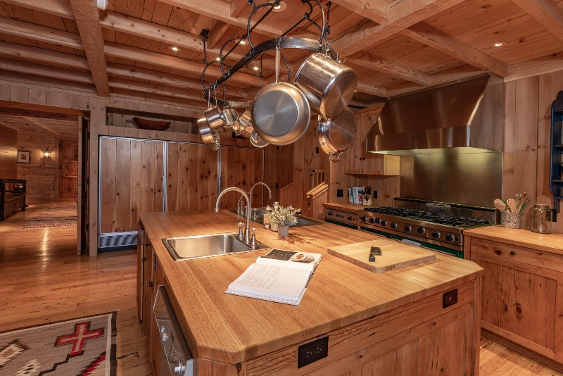 _Beverly Hills Magazine Tom Cruise's Colorado Mountain Ranch KitchenHall
