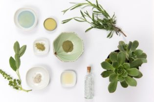 Top Benefits of Using Natural Cosmetics #natural cosmetics #natural products