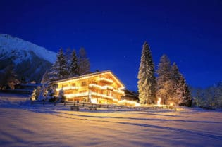 Plan A Ski Vacation in Switzerland with Leo Trippi #skiresorts #chalets #swiss #vacations #travel #switzerland #snow #skiing #beverlyhills #beverlyhillsmagazine #bevhillsmag #ski #trips