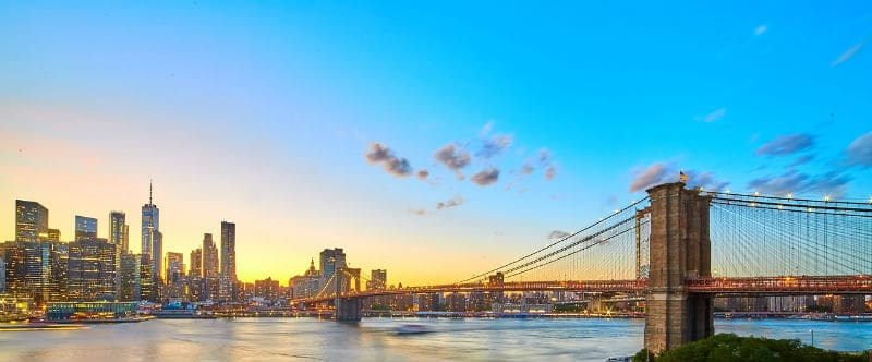 Living in Manhattan vs Brooklyn: Which is better? #newyork #realestate #city #living #homes #manhattan #brooklyn #dreamhomes #beverlyhills #beverlyhillsmagazine #bevhillsmag