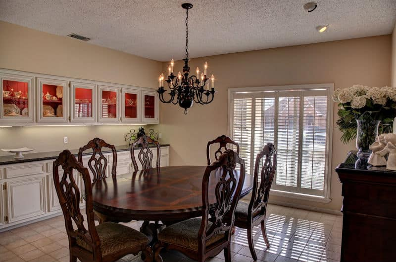 3 Furniture Pieces To Add Luxury to Your Home ~oak dining room table #homedecor #interiordeisgn #decorating #beverlyhills #bevhillsmag #bevelryhillsmagazine