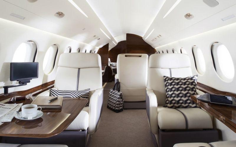 Long Range Business Jet The Falcon 7X #beverlyhills #beverlyhillsmagazine #bevhillsmag #falcon7x #dassaultfalcon7x #privatejet #businessjet #aircraft #luxuryjet #jetcharter #longrangebusinessjet
