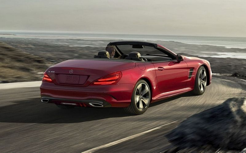 The Luxurious Mercedes-Benz SL550 Roadster #dreamcars #coolcars #fastcars #luxurycars #carmagazine #bevhillsmag #beverlyhills #beverlyhillsmagazine #cars #SL550Roadster #mercedez-benz