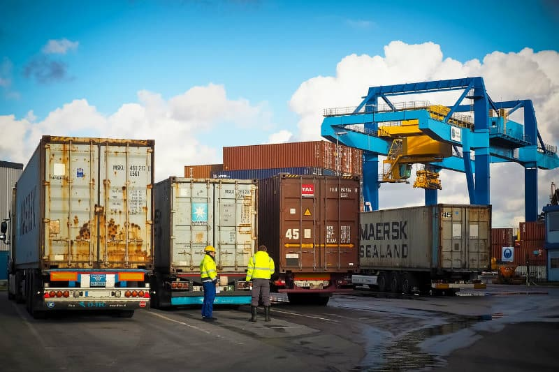 Tips For Buying A Shipping Container For Business Storage #global #shipping #importing #exporting #beverlyhills #beverlyhillsmagazine #bevhillsmag