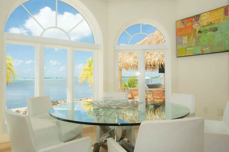 An Idyllic Luxury Home in Grand Cayman #dreamhomes #caymanislands #realestate #homesforsale #beachhomes #beverlyhills #beverlyhillsmagazine #bevhillsmag #travel #exclusive #luxury