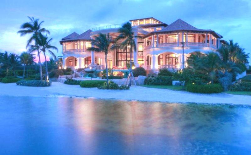 A Luxury Home In A Cayman Island Paradise #dreamhomes #caymanislands #beachhomes #beverlyhills #beverlyhillsmagazine #bevhillsmag #travel #exclusive #luxury #vacations