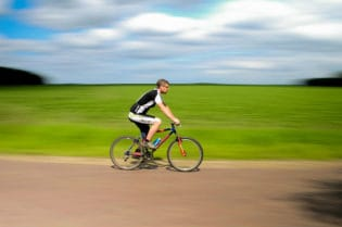 6 Health Essential Do's and Don'ts of Cycling #exercise #health #fitness #beverlyhills #beverlyhillsmagazine #bevhillsmag