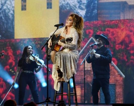 Global Music Superstar: Shania Twain #musicstar #shaniatwain #beverlyhills #beverlyhillsmagazine #bevhillsmag #celebrities